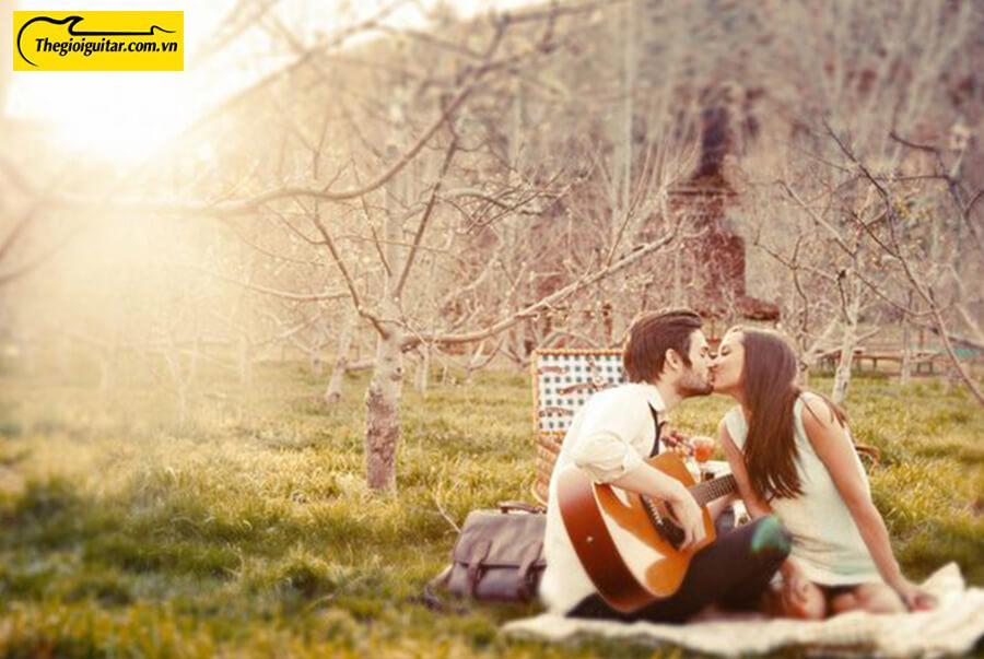 Tình yêu đôi lứa sẽ lãng mạn hơn nếu pha thêm âm thanh của tiếng đàn